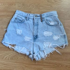 VINTAGE DISTRESSED 900 SERIES LEVI'S BOOTY SHORTS